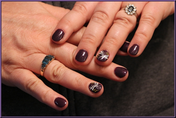 purple fingernails