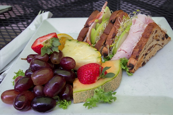 Sandwich and fruit